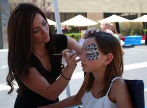 cynnamon painting her silver animal print face mask
